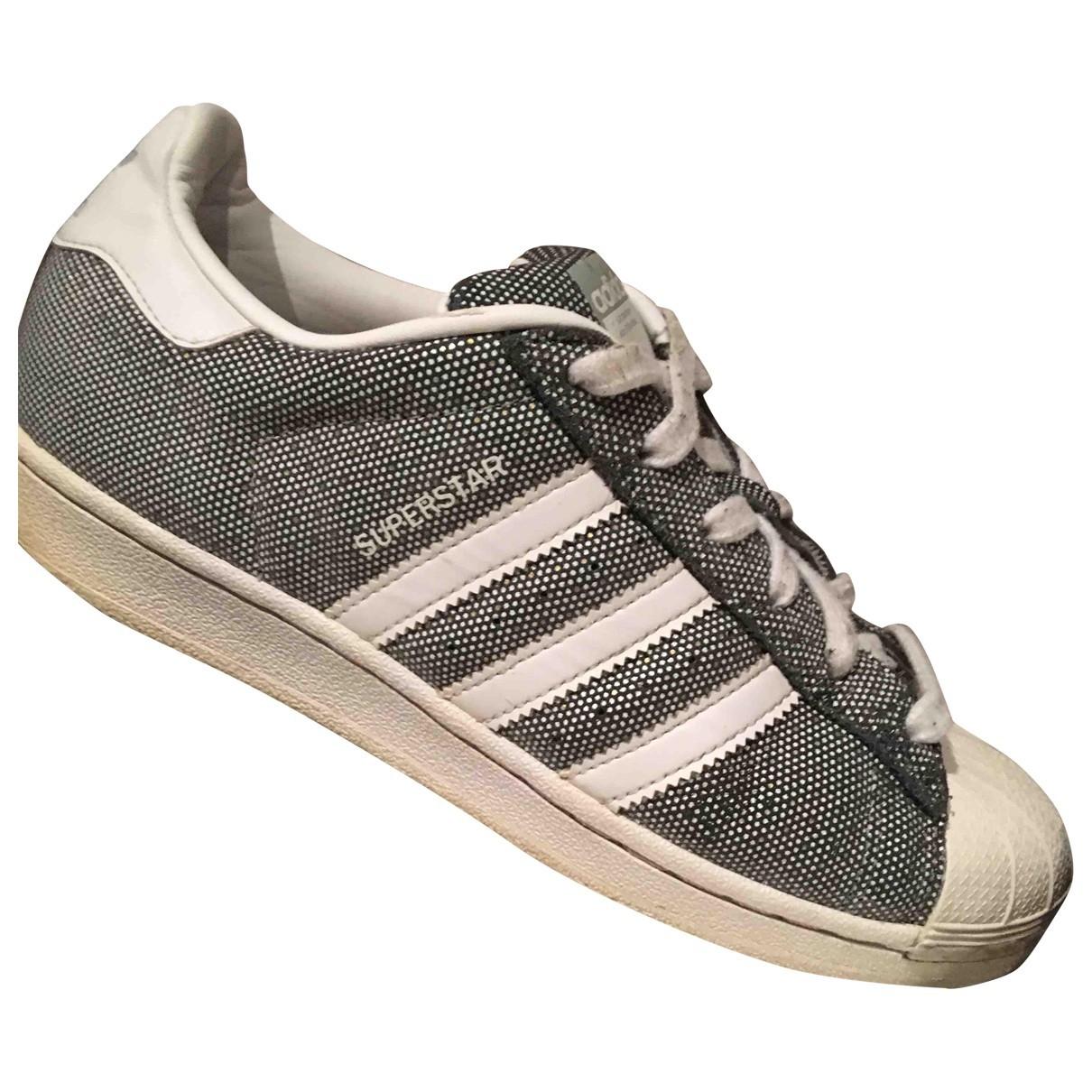 Adidas Superstar Sneakers in  Silber Leder