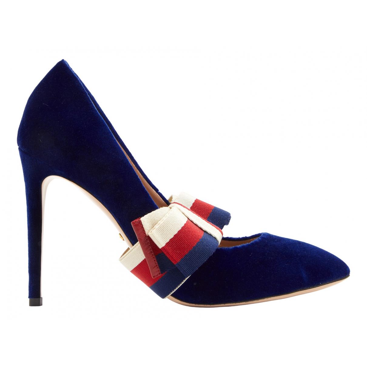 Gucci Sylvie Pumps in  Blau Samt