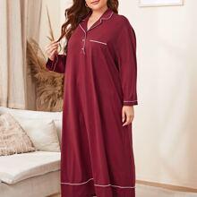 Nachtkleid mit eingekerbtem Kragen, Knopfen vorn und Taschen vorn