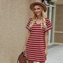 T-Shirt Kleid mit Streifen und V Kragen