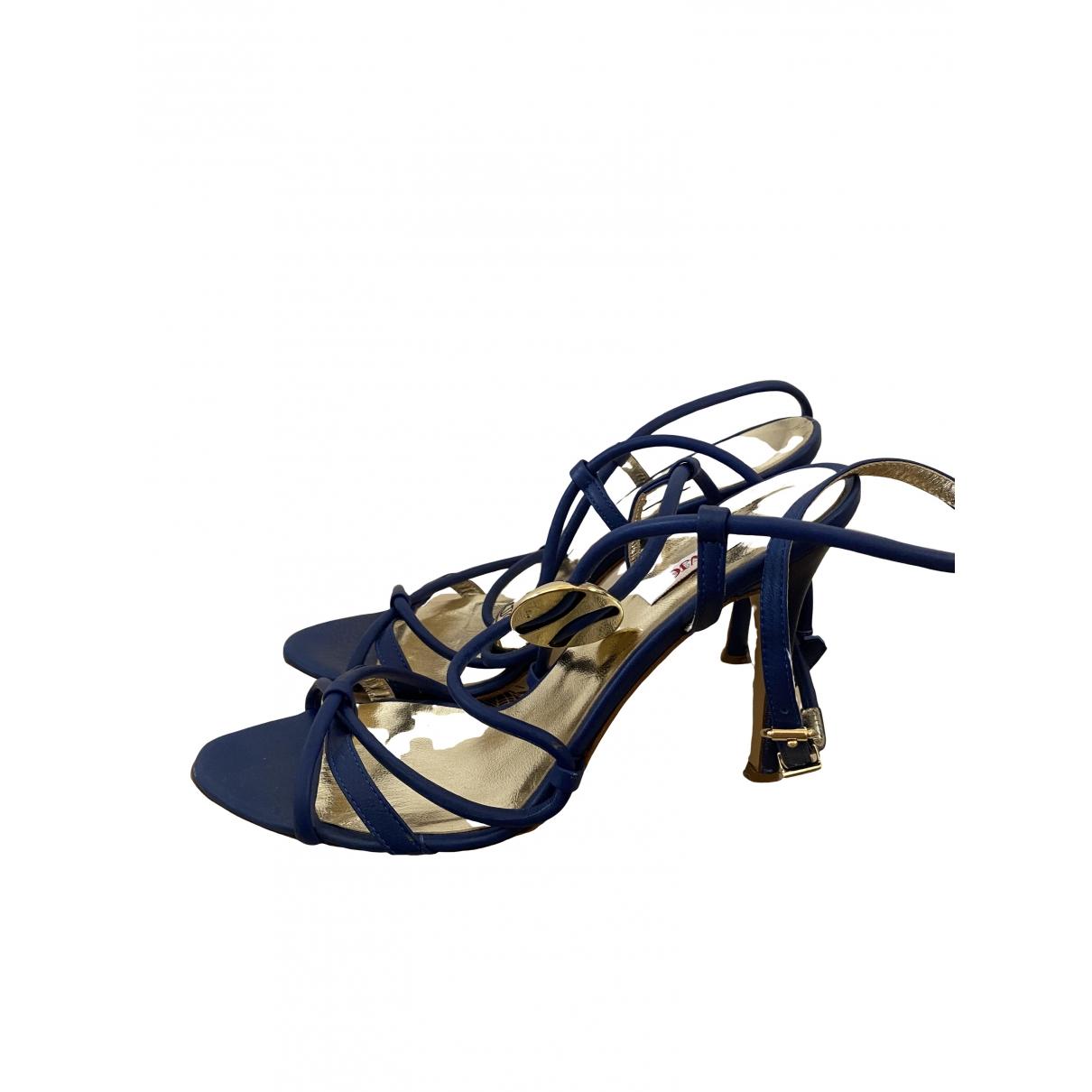 Versace Jeans \N Pumps in  Blau Leder