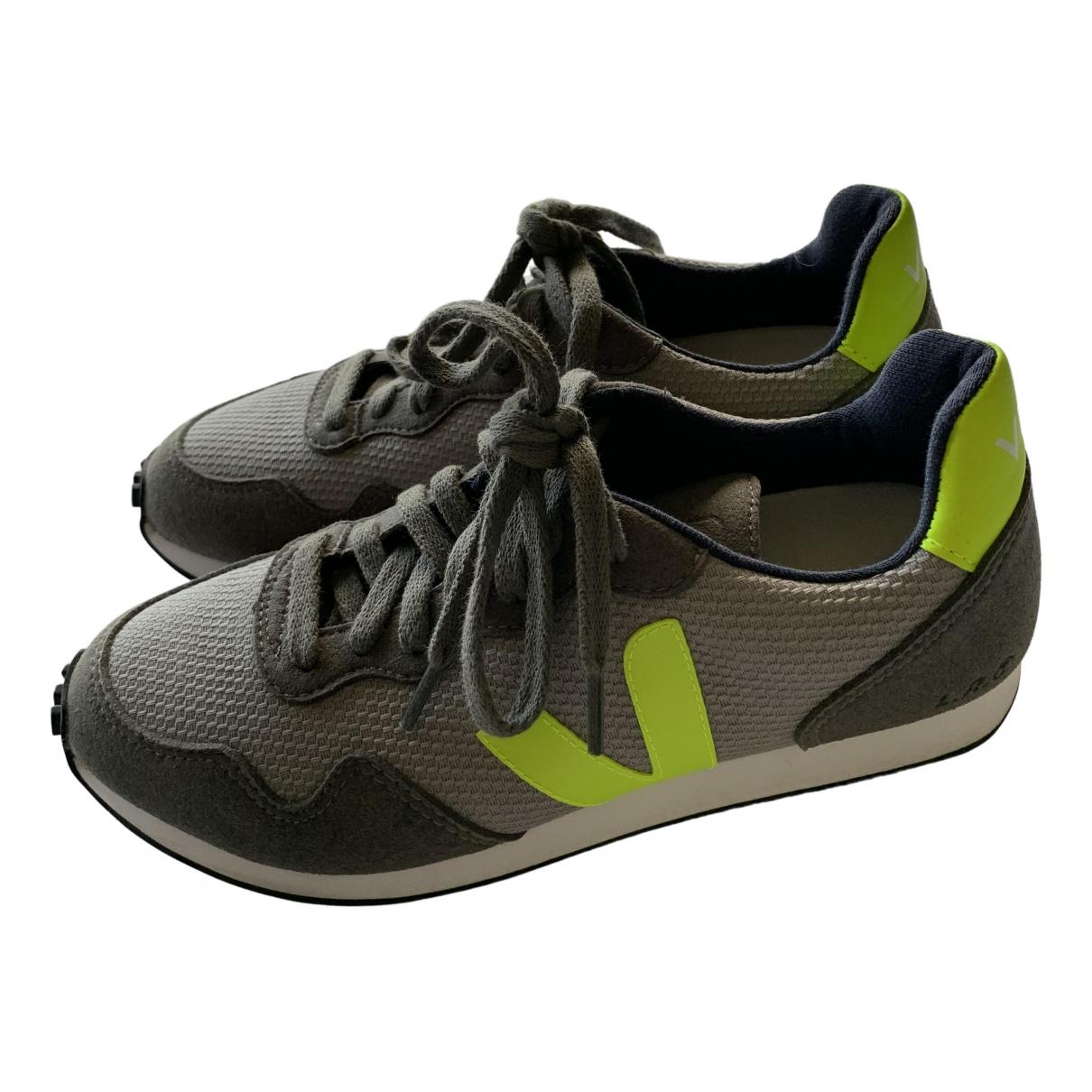 Veja \N Sneakers in  Grau Leinen