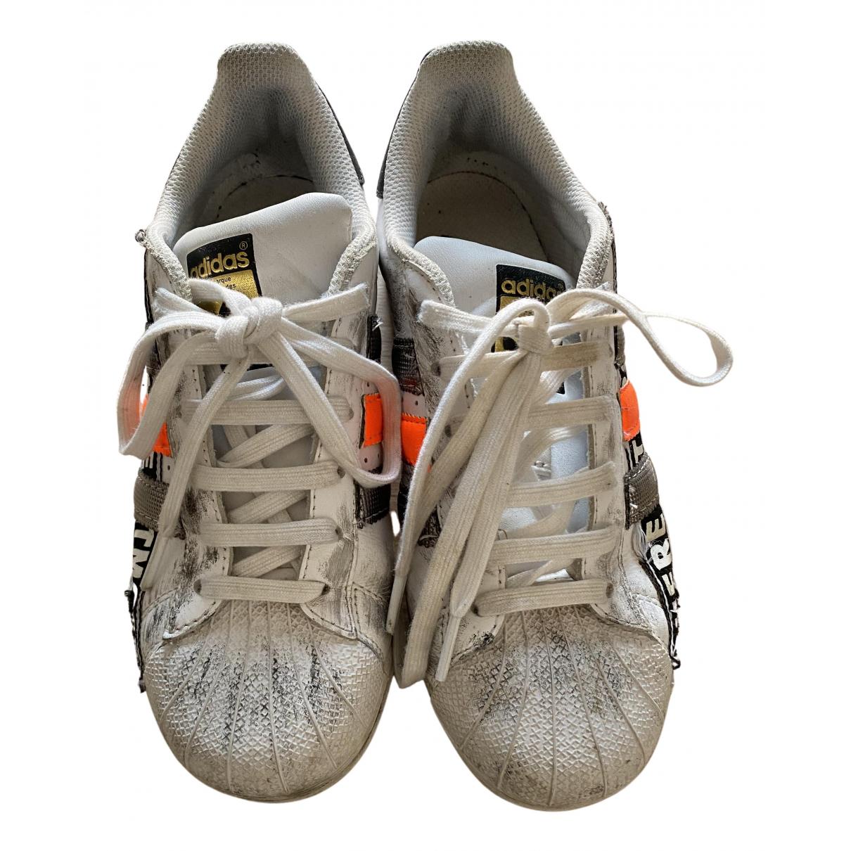 Adidas Superstar Sneakers in  Weiss Kautschuk