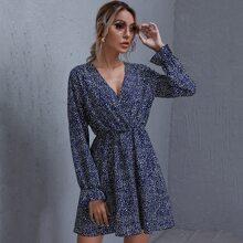 Kleid mit Glockenaermeln, V Kragen und Dalmatiner Muster