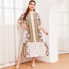 Kleid mit Flatteraermeln, Stamm und Blumen Muster und ausgestelltem Saum