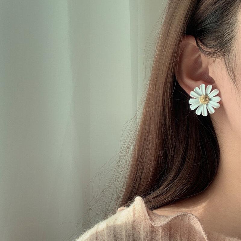 Vintage Asymmetric Daisy Tassel Pendant Earrings S925 Silver Needle Geometric Petal Stud Earrings