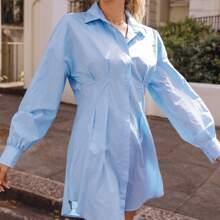 Shirt Kleid mit Falten auf Taille und gebogenem Saum