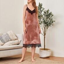 Vestido slip de terciopelo ribete con encaje en contraste