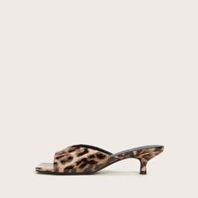Mules con tacon de leopardo