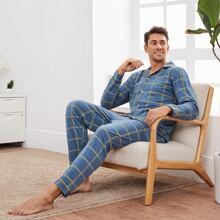 Schlafanzug Set mit Reverskragen, Karo Muster und Knopfen vorn