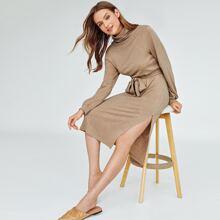 Kleid mit Trichterhals, Selbstguertel und Schlitz