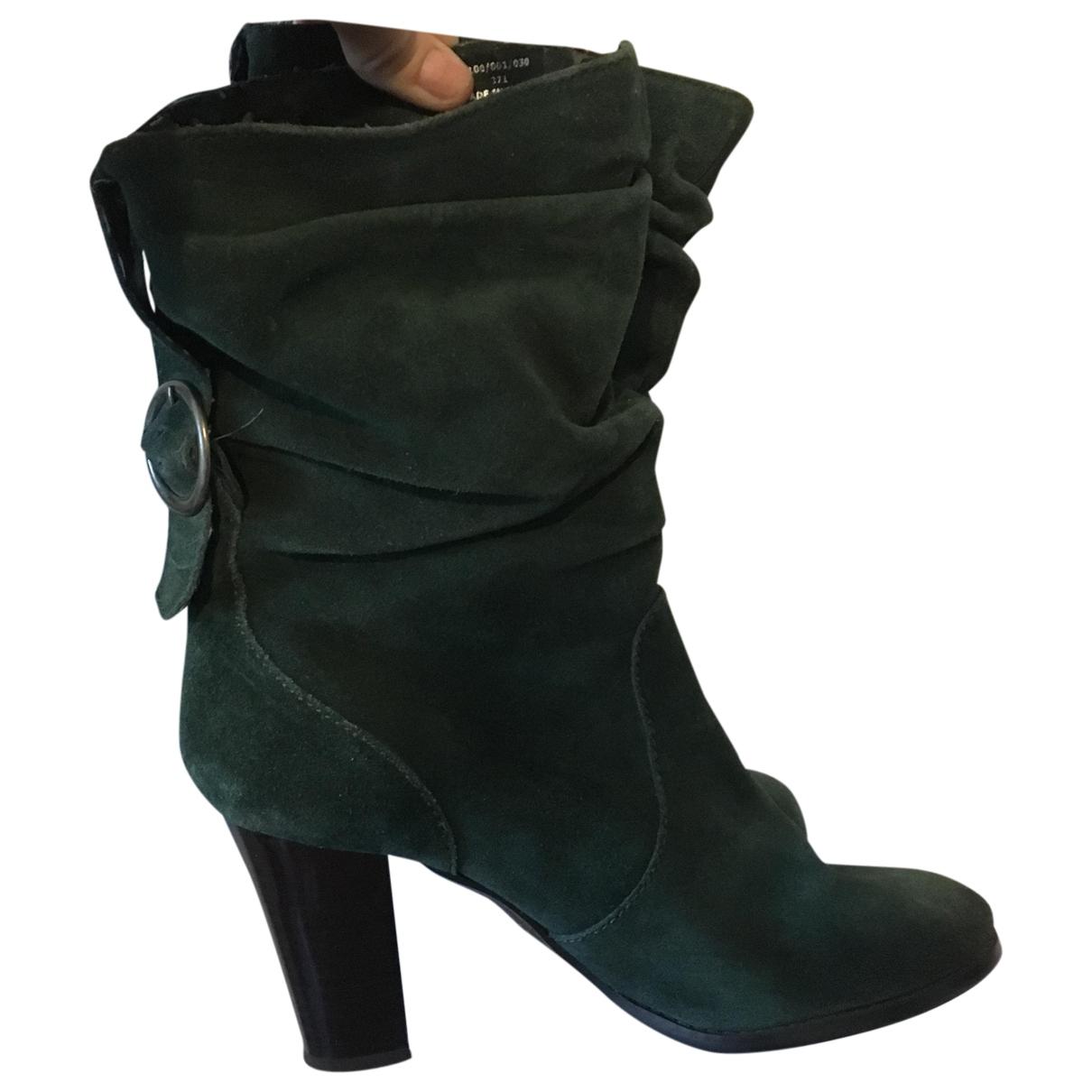 Zara \N Stiefel in  Gruen Veloursleder