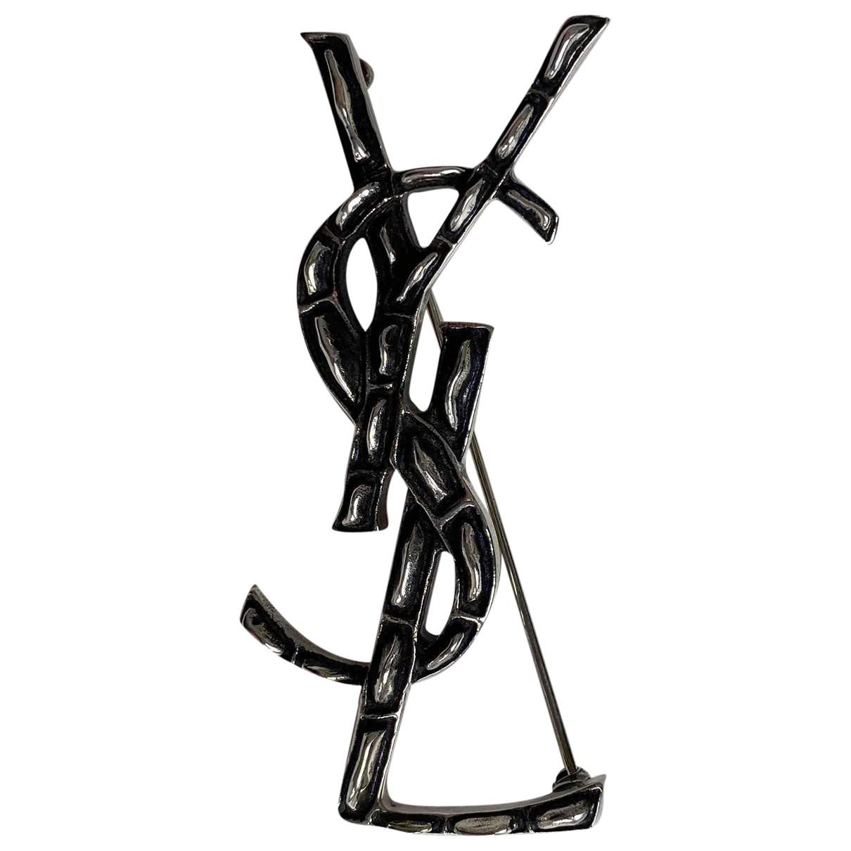 Saint Laurent - Broche Monogramme pour femme en metal - anthracite