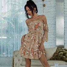 Eilly Bazar schulterfreies Kleid mit Rueschenbesatz und Blumen Muster