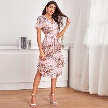 Kleid mit Selbstguertel und Blumen