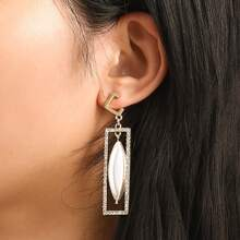 Ohrringe mit Schale Dekor und Strass