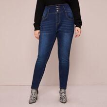 Schmale Jeans mit Waesche und hoher Taille in grossen Grossen