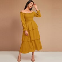 Schulterfreies mehrschichtiges Kleid mit Rueschenbesatz