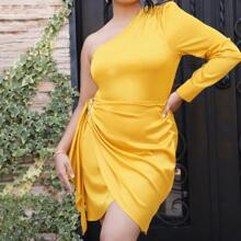 Kleid mit einer Schulter, Wickel Design und Schnalle Detail