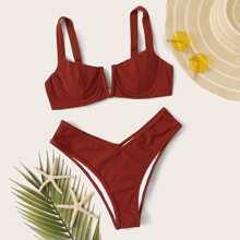 Rib V Buegeloberteil mit hochgeschnittenem Bikini-Set
