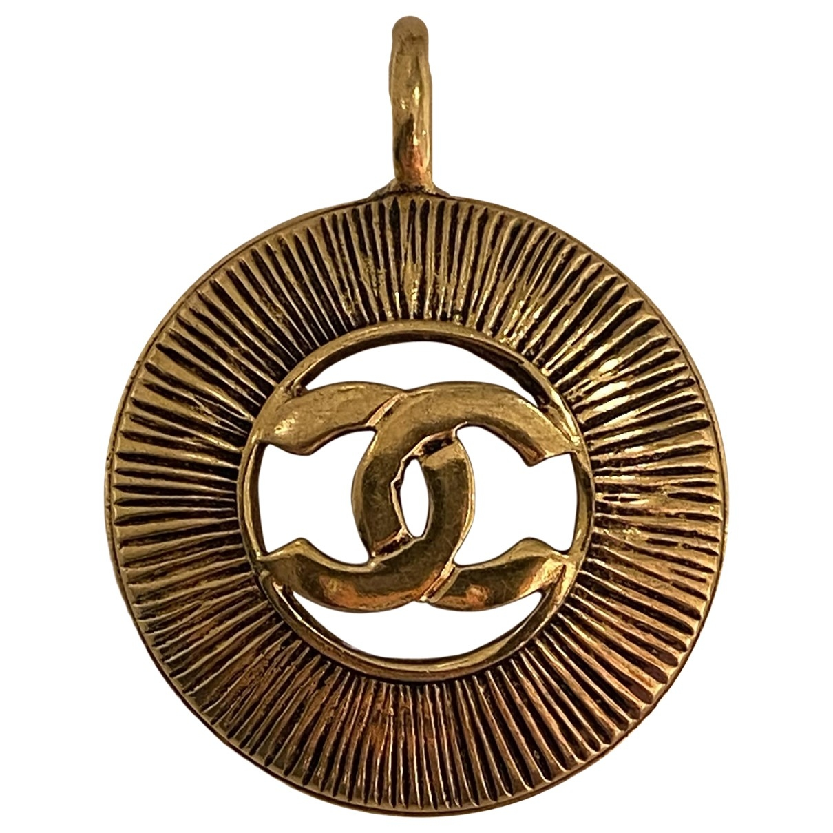 Chanel \N Gold Metal pendant for Women \N