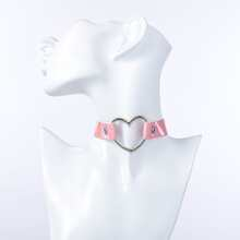 Gargantilla holografica con corazon con abertura