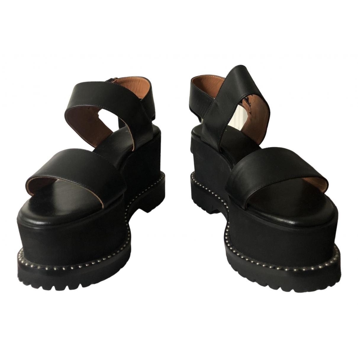 Givenchy \N Sandalen in  Schwarz Leder