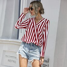Bluse mit Streifen Muster und Schluesselloch hinten