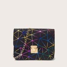 Tasche mit geometrischem Muster und Kette