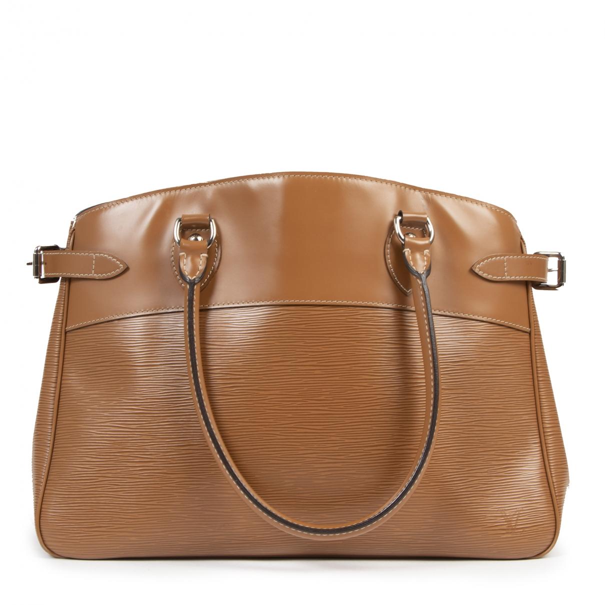 Louis Vuitton Passy Camel Leather handbag for Women \N