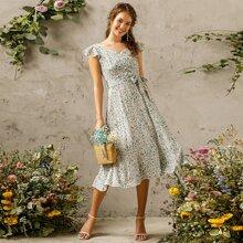 Kleid mit Bluemchen Muster, halber Knopfleiste und Guertel
