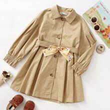 Mantel mit Knopfen vorn, Falten und Guertel