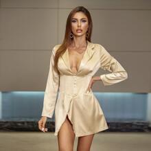 Satin Kleid mit Haken & Ose und Empire Taille