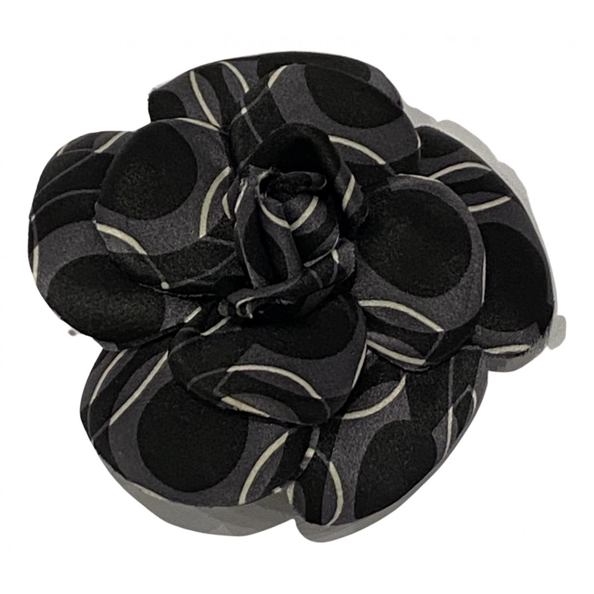 Chanel - Broche Camelia pour femme en toile - noir