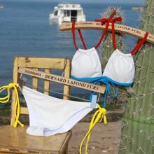 Bañador bikini con cordon lateral ribete en contraste