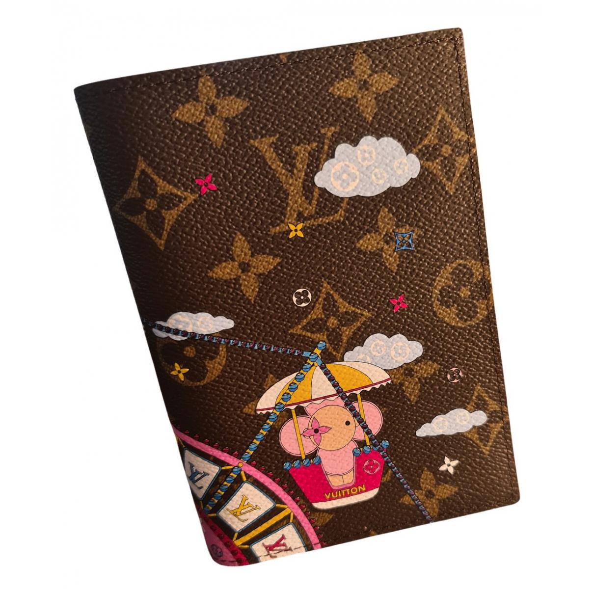 Louis Vuitton Passport cover Kleinlederwaren in Leinen