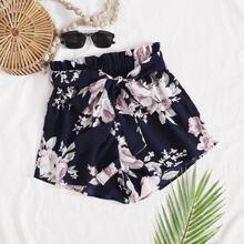 Shorts mit Blumen Muster und Guertel