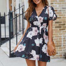 Kleid mit Blumen Muster, V Kragen und Guertel