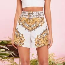 Shorts mit Barock Muster und Guertel