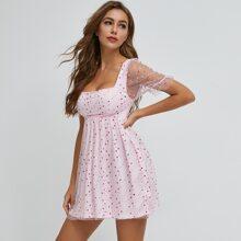 Kleid mit quadratischem Kragen, Punkten Muster und Netzstoff