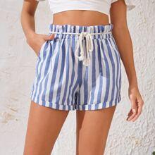 Shorts mit Streifen und Guertel