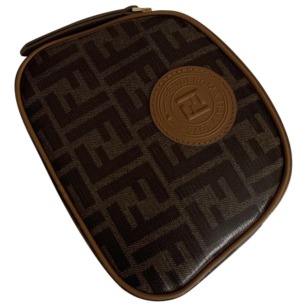 Fendi - Portefeuille   pour femme en cuir verni - marron
