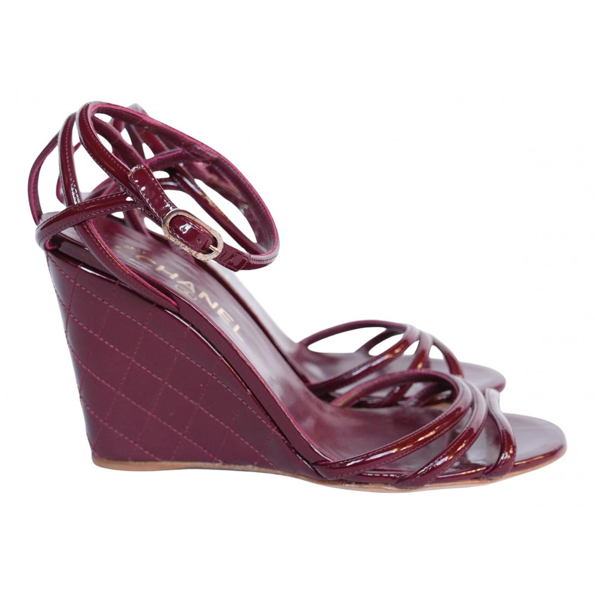 Chanel - Sandales   pour femme en cuir verni - bordeaux