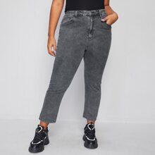 Jeans mit grauer Waschung und hoher Taille