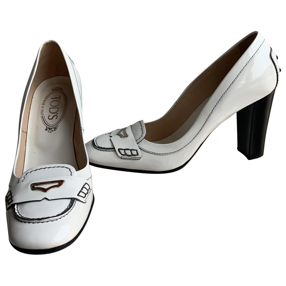 Tods \N Pumps in  Weiss Lackleder