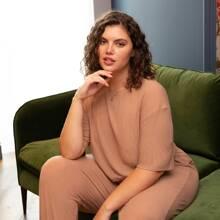 Einfarbiger gerippter Pajama Set mit sehr tief angesetzter Schulterpartie