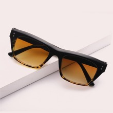 Studded Decor Tortoiseshell Frame Sunglasses
