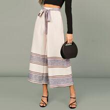 Hosen mit elastischer Taille und Guertel