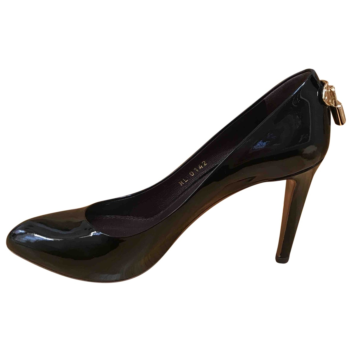 Louis Vuitton \N Pumps in  Bordeauxrot Lackleder