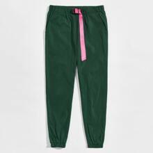 Men Contrast Buckle Belted Detail Elastic Waist Pants